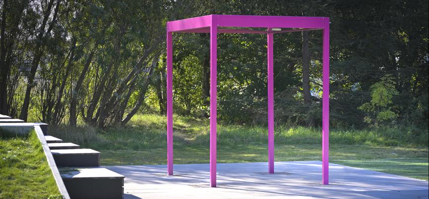 Lekpark med färgglada Pergolan Quattro